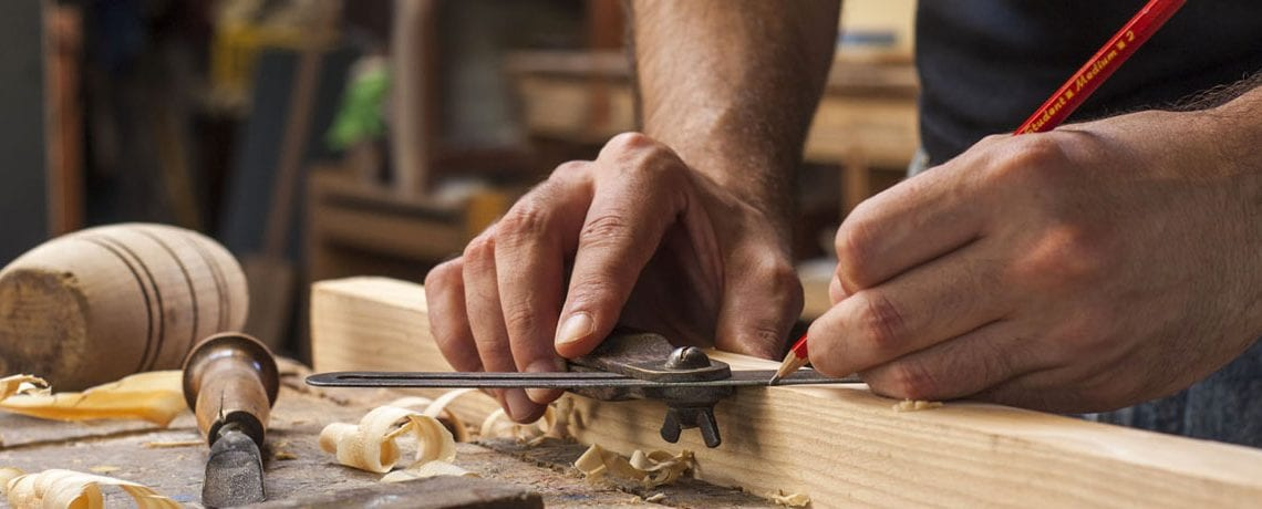 Beginning Woodworking, how to measure the right angle, learn to use hand tools